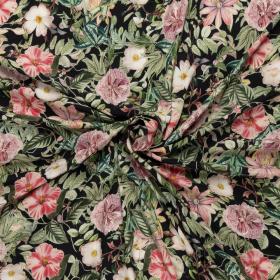 zwart crepe viscose met wit roze groen bloem dessin bedrukt