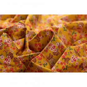 oker satijn katoen stretch met rood roze fijn bloem dessin italiaans import