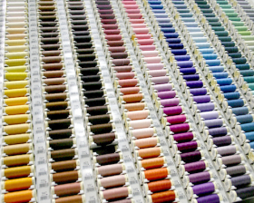 1 klosje naaigaren, in de kleur passend bij de door u bestelde stof